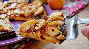 Фото рецепта Творожный пирог с карамелизированными яблоками