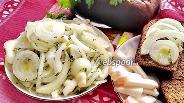 Фото рецепта Маринованный лук с зеленью к шашлыку