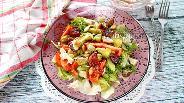 Фото рецепта Салат с авокадо, оливками и помидорами