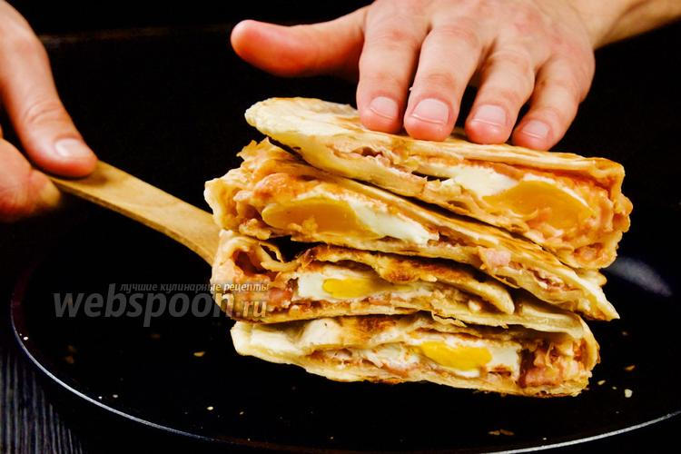 Фото Лепёшки с начинкой на сковороде. 4 рецепта с видео