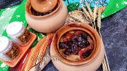 Фото рецепта Картофель с овощами и черносливом в горшочке