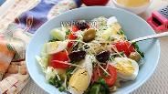 Фото рецепта Зелёный салат с яйцом и сыром с оливками