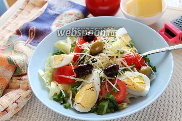 Фото Зелёный салат с яйцом и сыром с оливками