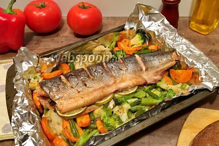 Фото Горбуша запечённая с овощами в духовке