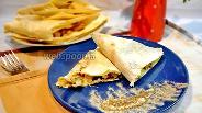 Фото рецепта Треугольники из лаваша с курицей и сыром с грибами