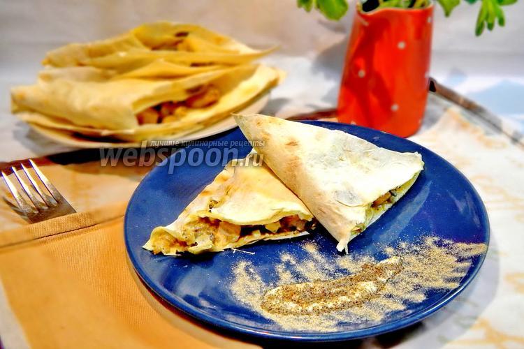 Фото Треугольники из лаваша с курицей и сыром с грибами