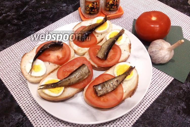 Фото Бутерброды со шпротами, яйцами и помидорами