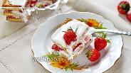 Фото рецепта Торт с клубникой и сметаной без выпечки