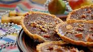 Фото рецепта Тарталетки с грушей и шоколадным соусом