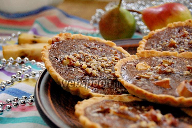Фото Тарталетки с грушей и шоколадным соусом