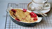 Фото рецепта Овсяный крамбл с клубникой