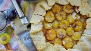 Фото рецепта Галета со сливами и корицей