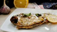 Фото рецепта Запечённый карась с лимоном и чесноком с кунжутом