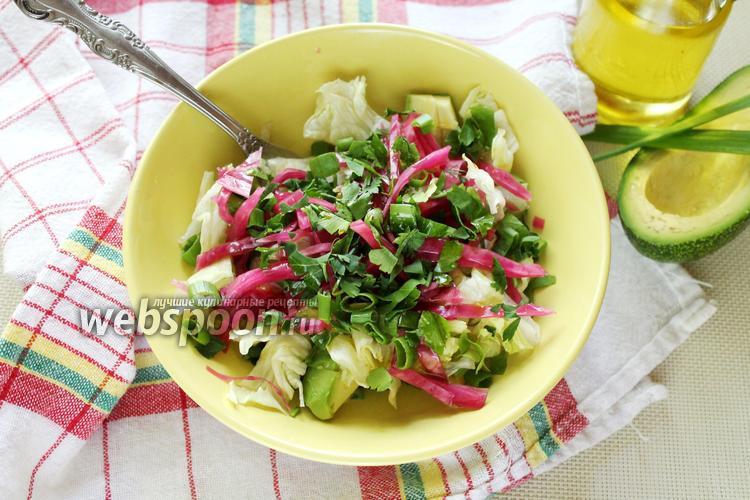 Фото Салат с авокадо и квашеной капустой