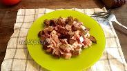 Фото рецепта Салат с фасолью и копчёной курицей