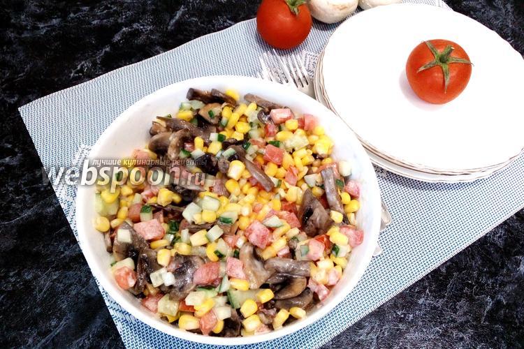 Фото Салат с кукурузой и жареными шампиньонами