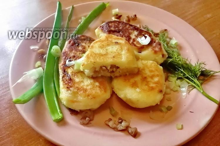 Фото Картофельные пирожки с мясом, капустой и яйцом с луком