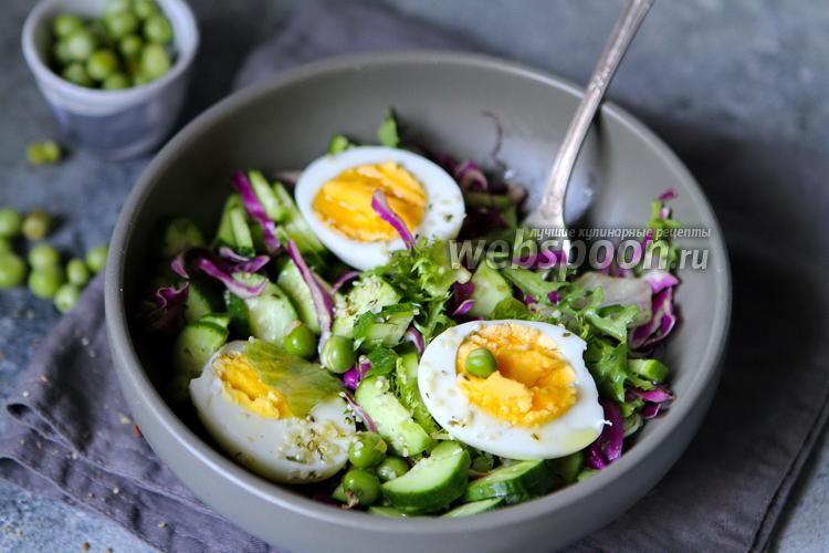 Фото Салат со свежим горошком и огурцом с яйцами