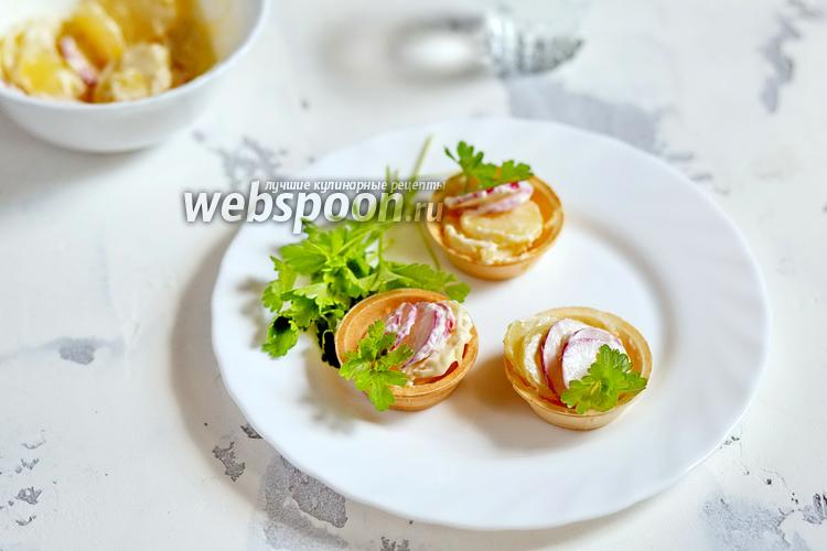 Фото Закуска из картофеля и редиса в тарталетках