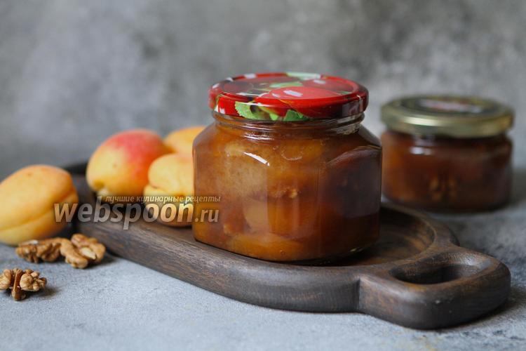 Фото Варенье из абрикосов с грецкими орехами