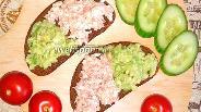 Фото рецепта Тосты с авокадо, яйцом и тунцом