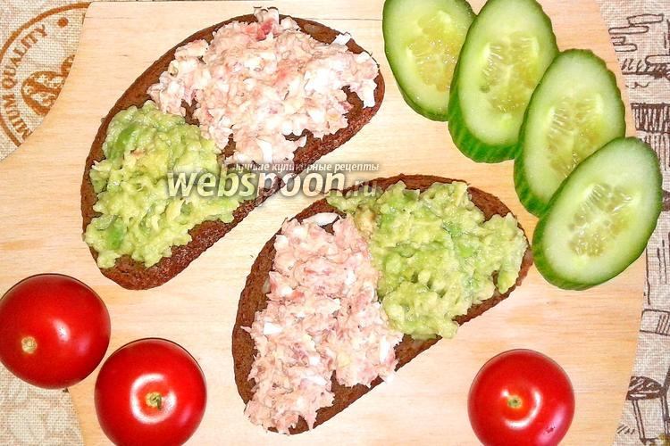 Фото Тосты с авокадо, яйцом и тунцом