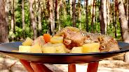 Фото рецепта Картошка с мясом в банках на костре. Видео