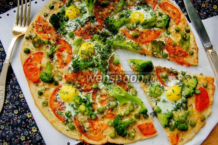 Фото Пицца с брокколи и перепелиными яйцами
