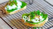 Фото рецепта Сэндвич с яйцом пашот и шпинатом