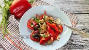 Фото рецепта Салат из болгарского перца с оливками и медовой заправкой