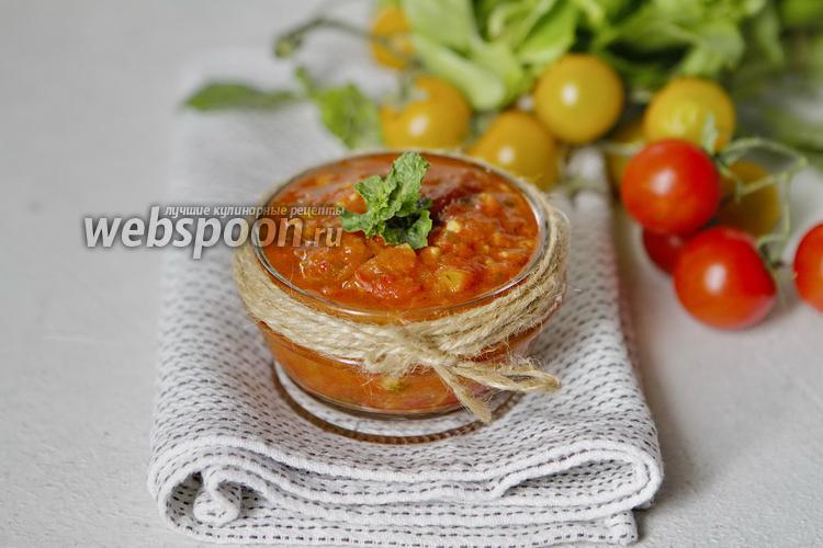 Фото Томатный соус с чесноком, чили и травами