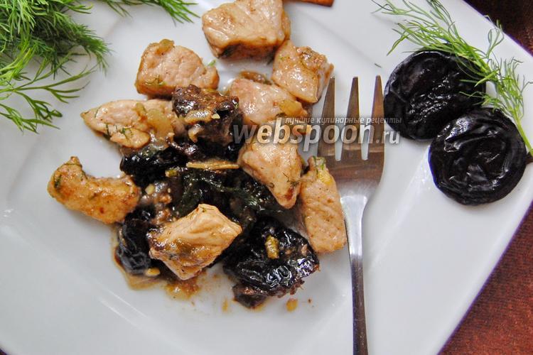 Фото Гуляш из свинины с черносливом в вине
