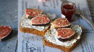 Фото рецепта Тосты с крем-чиз и инжиром
