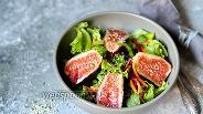 Фото рецепта Салат с инжиром и зеленью