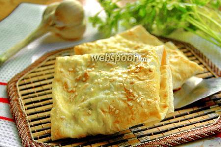 Фото рецепта Конверты из лаваша с сыром, зеленью и томатами