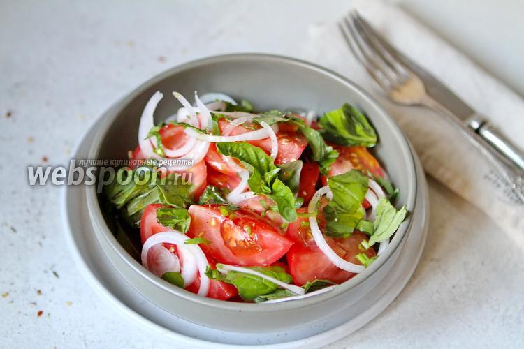 Фото Салат из помидоров с базиликом и луком