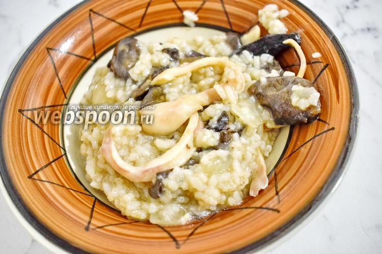 Фото Плов с грибами и кальмарами в мультиварке
