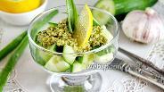 Фото рецепта Салат из огурца с ореховой заправкой