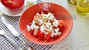 Фото рецепта Салат из помидоров с брынзой и горчичной заправкой