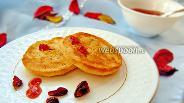 Фото рецепта Сырники с клюквой