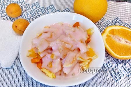 Фото рецепта Фруктовый салат с бананом, абрикосом и апельсином