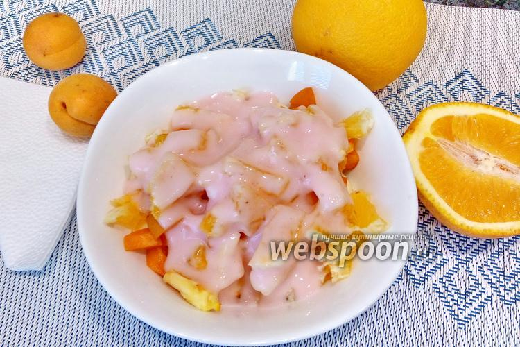 Фото Фруктовый салат с бананом, абрикосом и апельсином