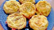 Фото рецепта Яичные маффины с колбасой и сыром