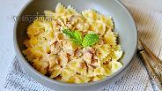 Фото рецепта Паста с курицей и чесноком