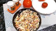 Фото рецепта Салат с жареными шампиньонами и колбасой