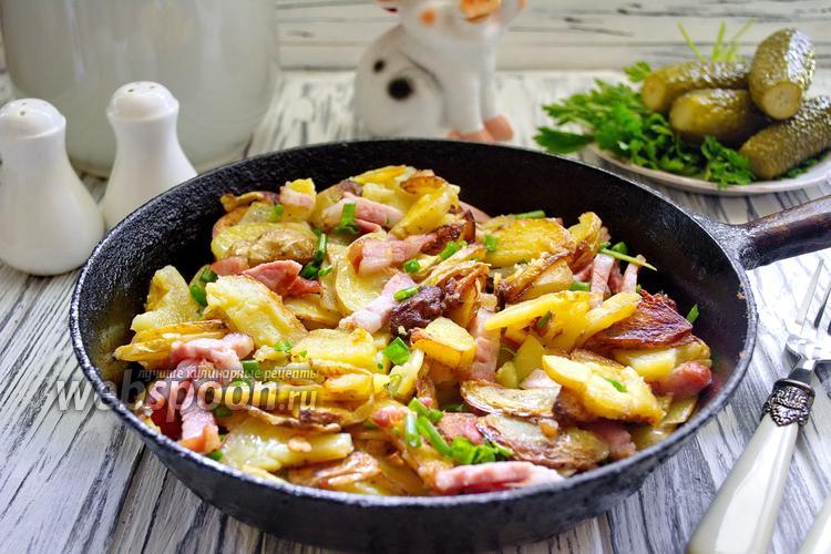 Фото Жареная картошка с беконом и луком