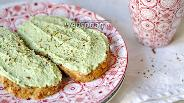 Фото рецепта Бутерброды с авокадо и творогом
