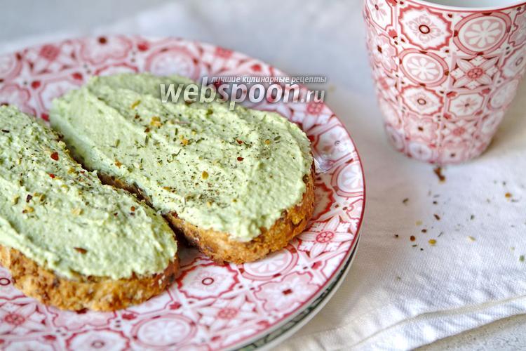 Фото Бутерброды с авокадо и творогом