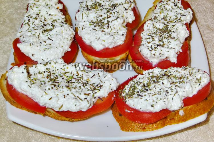 Фото Бутерброды с творогом и помидорами (по-деревенски)