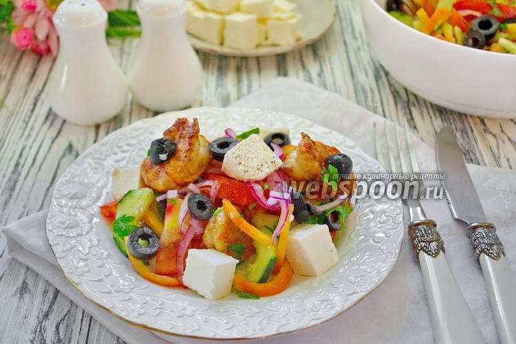 Фото Греческий салат с креветками